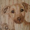 Imagen de un cachorro pirograbado