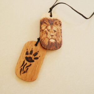 Chapas de madera pirograbada