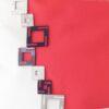Detalle bolso con cuadros rojo
