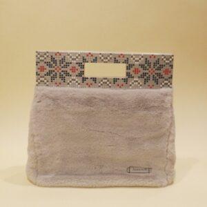 Bolso de mano con asa de mosaico