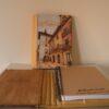 Funda para libretas pirograbada con la imagen de una calle en color