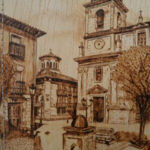 Funda para libretas pirograbada con la imagen de una iglesia.