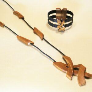 Conjunto de bisutería Iguazú Negro de Collar.Medallón y pulsera