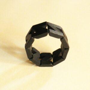 Pulsera de piezas de madera en color negro